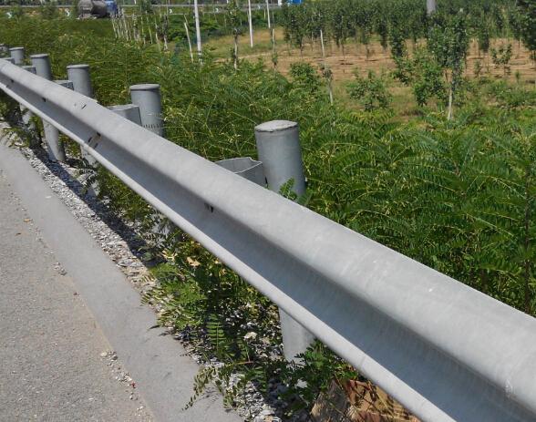 供应河南郑州高速公路波形护栏板